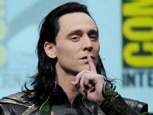 fans-went-wild-when-tom-hiddleston-showed-up-as-avengers-villain-loki-at-comic-con