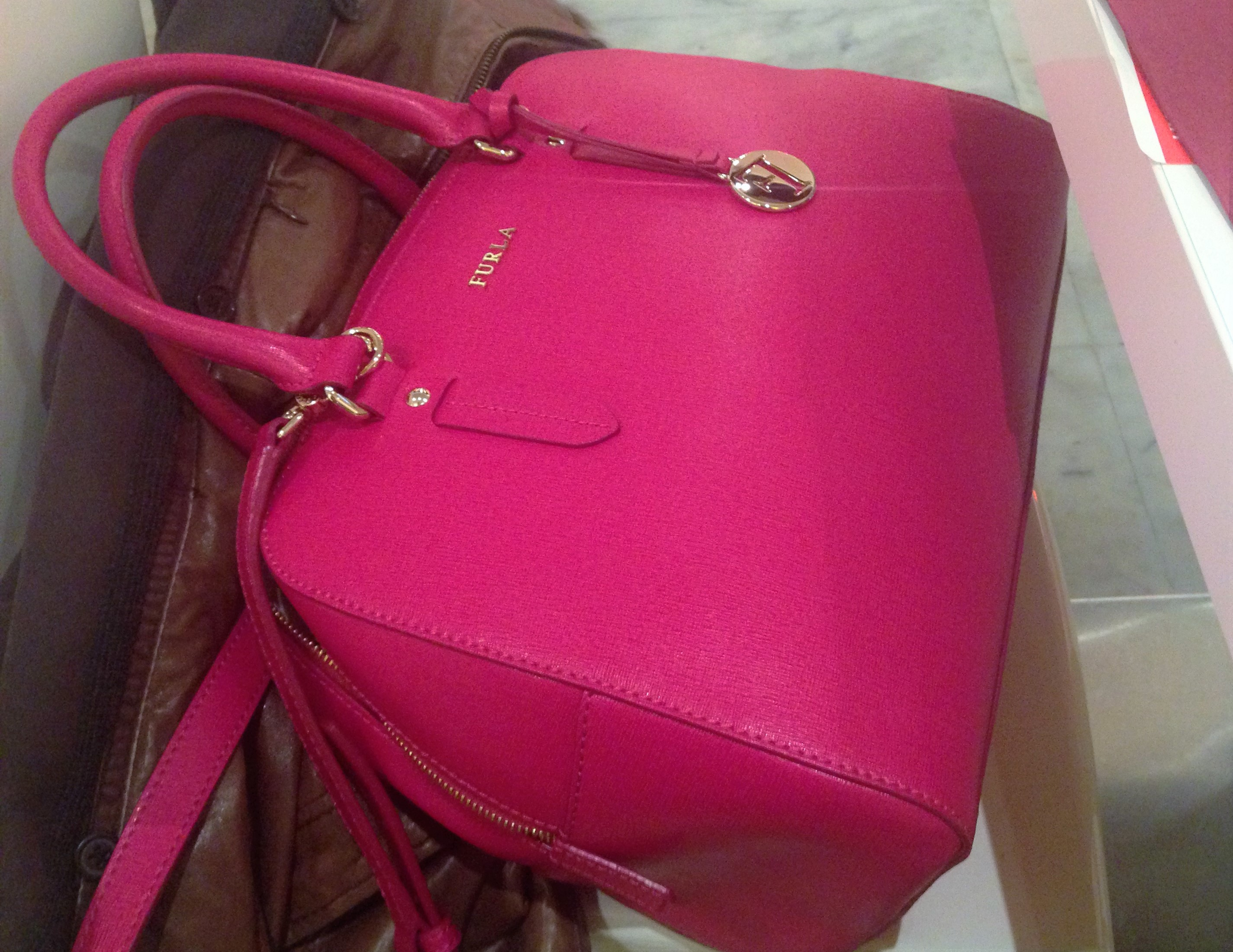 Fucsia is the new black - outlet di Furla
