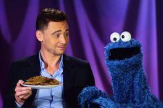 Tom Hiddleston e il Mostro dei Biscotti Muppets