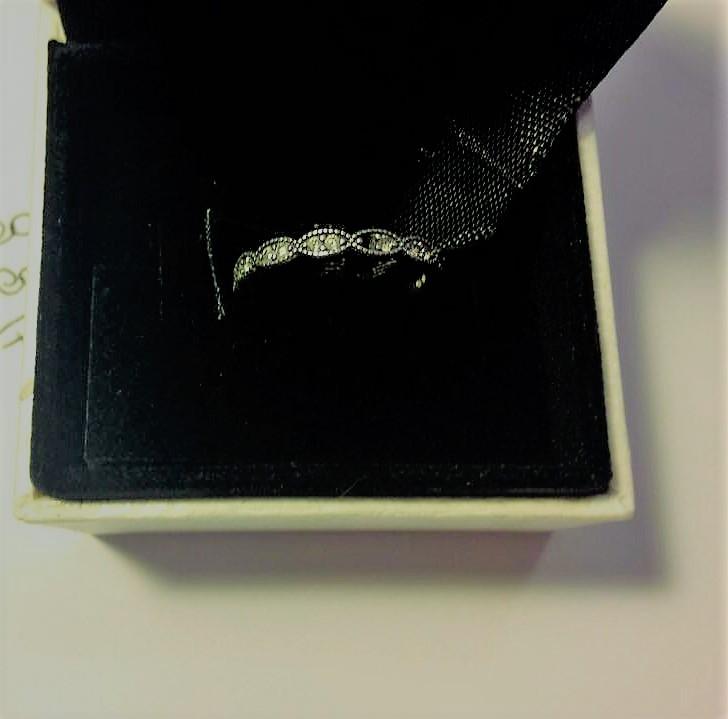 povero anellino rotto